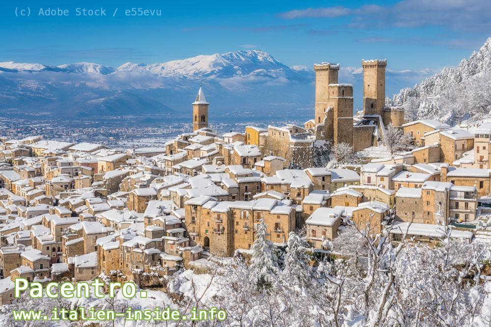 Dorf-mit-Schnee-Abruzzen