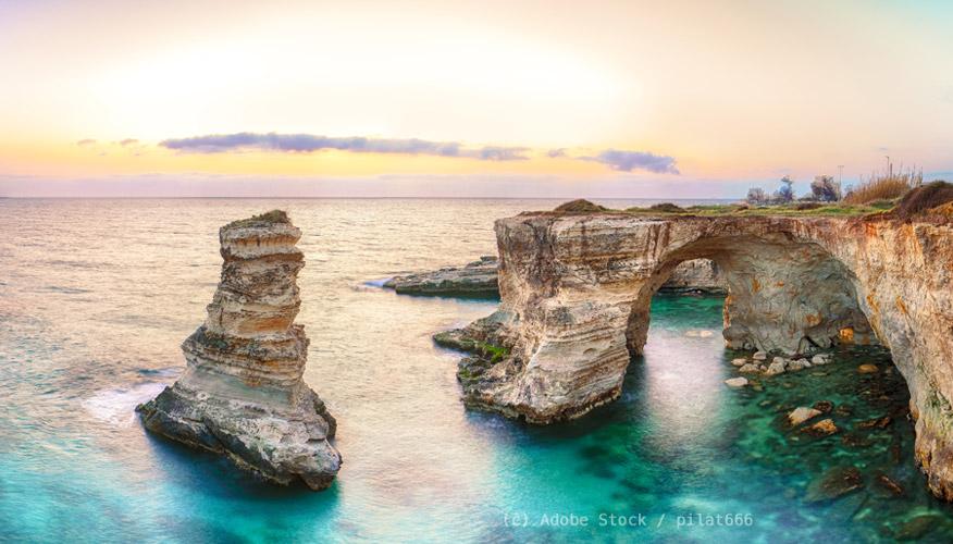 Apulien-Meer-und-Felsen