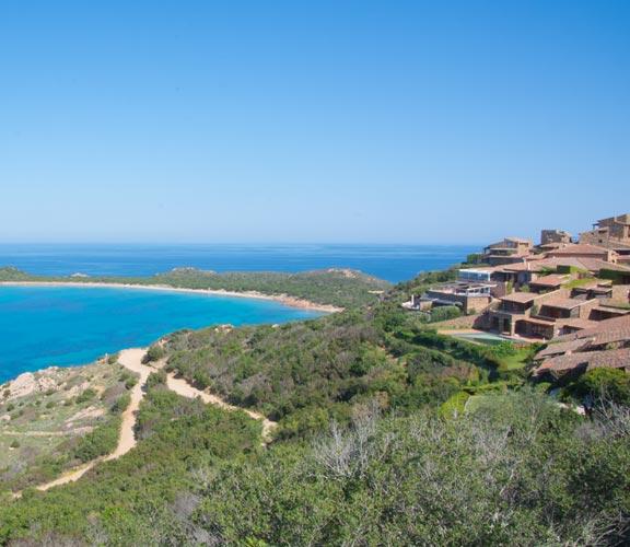 Ferienhaussiedlung-mit-Blick-aufs-Meer