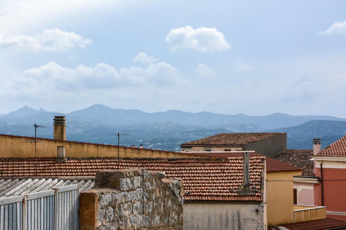 Blick-über-Dächer-Arzachena