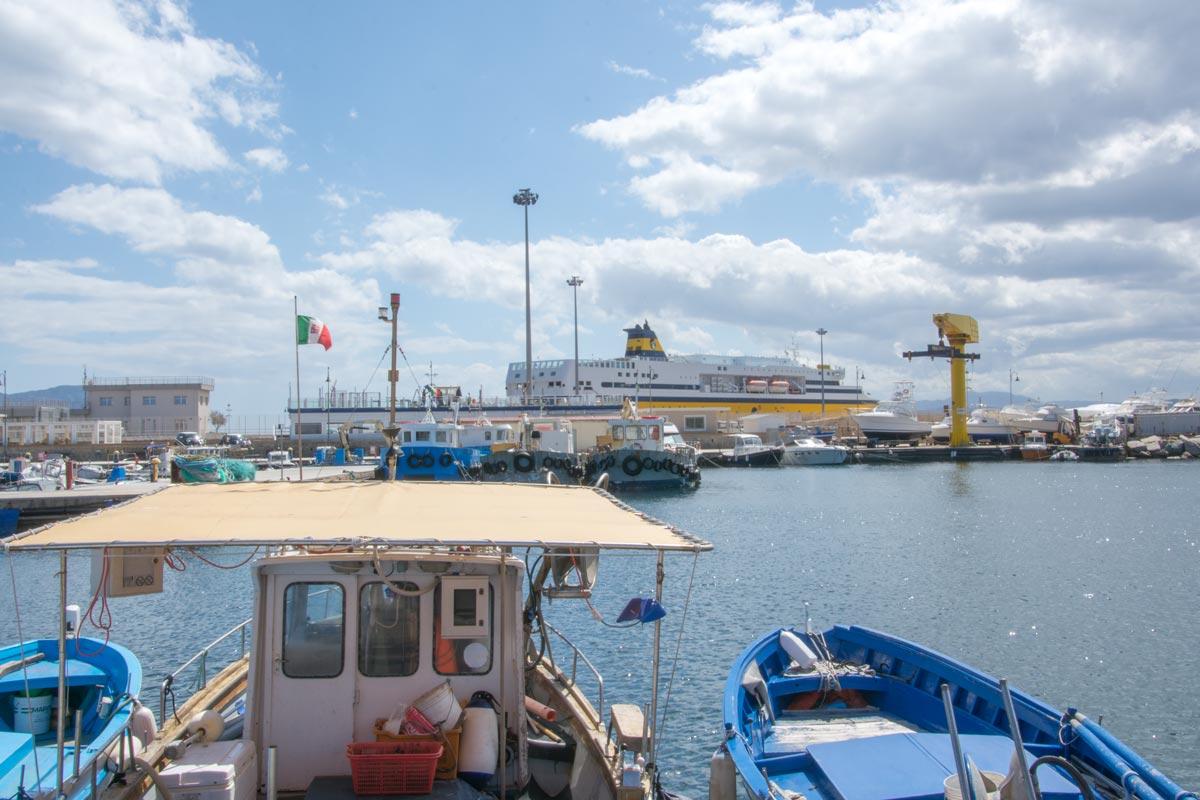 Hafen-Golfo-Aranci