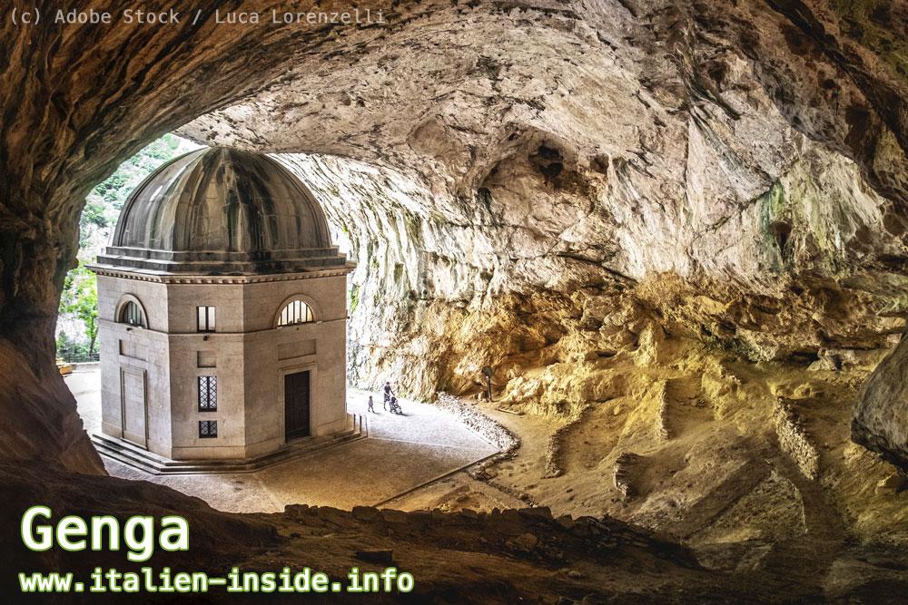 Kirche-in-Höhle-Genga-Apennin