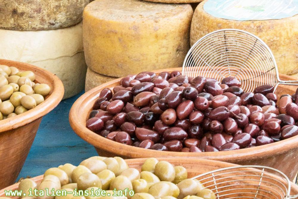 Oliven-Kaese-Marktstand