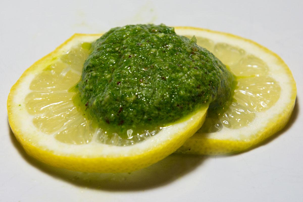 Pesto-mit-Nüssen-und-Rucola