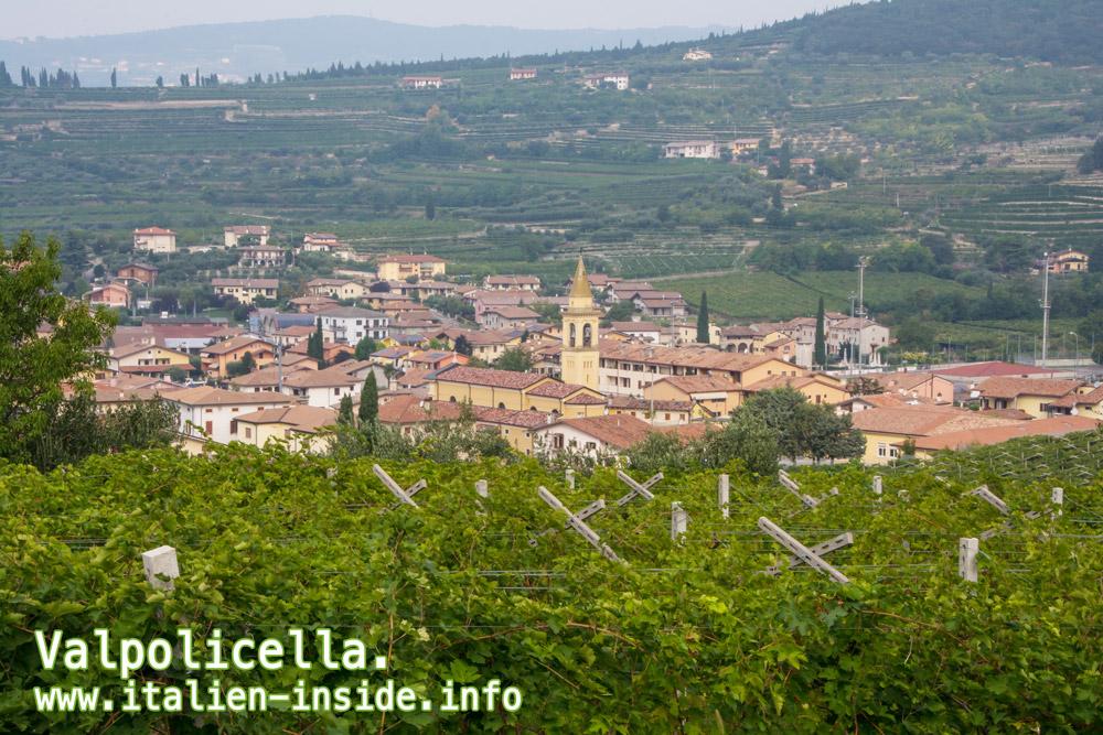 Valpolicella-Blick-auf-Dorf
